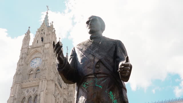 tall bronze statue of historical figure framed against sky under tall cathedral spires - quito, ecuador - ecuadorian ethnicity stock videos & royalty-free footage