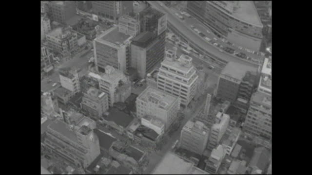 tall buildings crowd the ginza retail district. - 百貨店点の映像素材/bロール