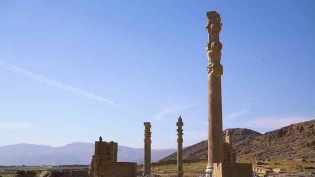 tall tower of city of persepolis - persepoli video stock e b–roll