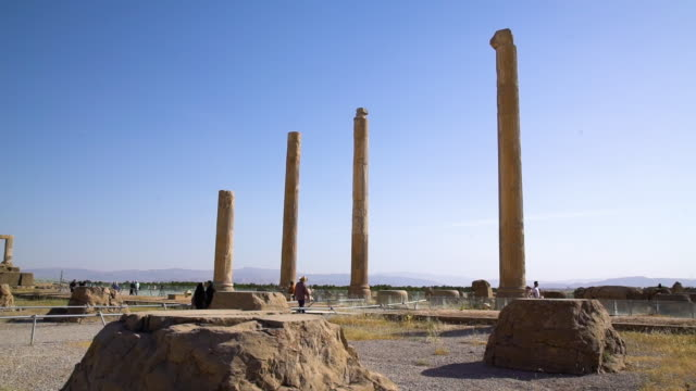 tall towers of city of persepolis - persepoli video stock e b–roll