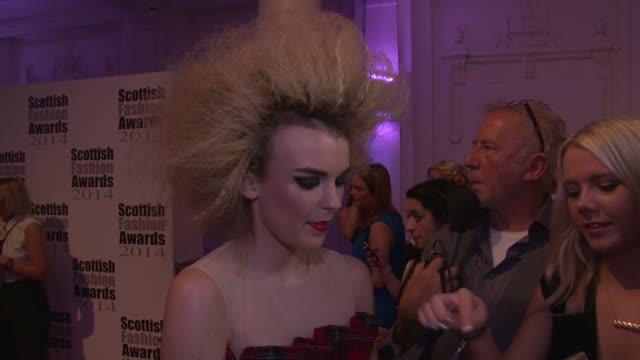vídeos y material grabado en eventos de stock de tallia storm, oliver proudlock, alistair carmichael and tessa hartmann at the scottish fashion awards 2014 on 1st september 2014 in london, england. - tartán