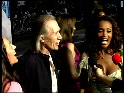tamala jones at the 'charlie's angels: full throttle' premiere at grauman's chinese theatre in hollywood, california on june 18, 2003. - マン・シアターズ点の映像素材/bロール