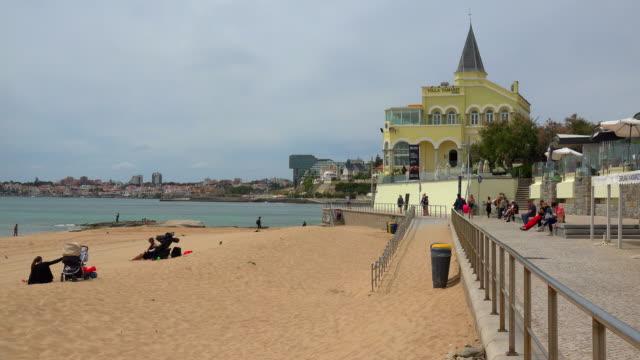 tamariz beach, estoril, near lisbon, portugal - エストリル点の映像素材/bロール