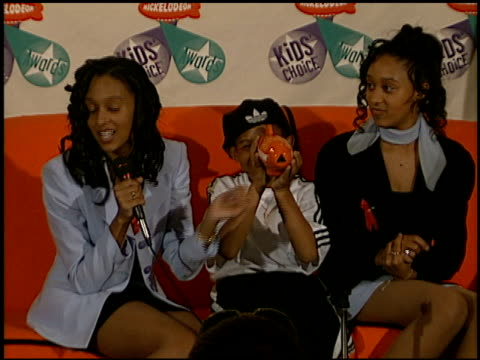 tamera mowry at the 1997 nickelodeon kids' choice awards press room at grand olympic auditorium in los angeles, california on april 19, 1997. - nickelodeon stock videos & royalty-free footage