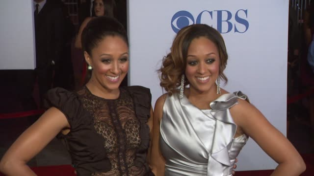 tamera mowry tia mowry at 2012 people's choice awards arrivals on 1/11/12 in los angeles ca - tamera mowry stock videos and b-roll footage