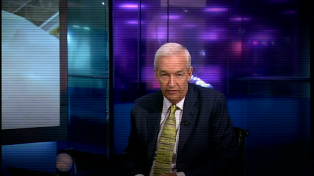 tamiflu drug company criticised for not releasing research data 2009 channel 4 news presenter jon snow introducing item about swine flu pandemic sot - epidemie stock-videos und b-roll-filmmaterial