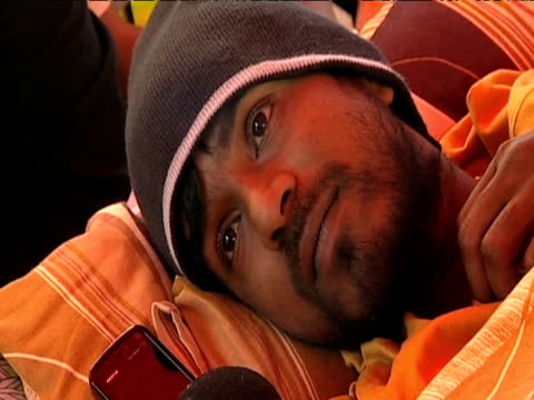 tamil protester calls for sri lankan government to call for cease fire during hunger strike 11 june 2009 - ausgemergelt stock-videos und b-roll-filmmaterial