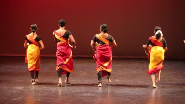 stockvideo's en b-roll-footage met tamil youth perform a rhythmic tune on the paadi during a cultural program celebrating the thai pongal festival in markham, ontario, canada, on... - sri lankaanse cultuur