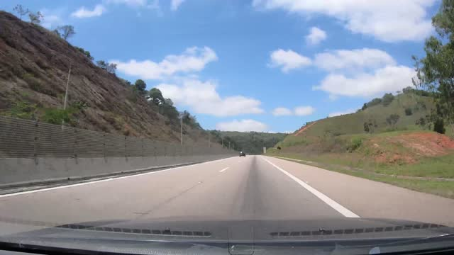 vidéos et rushes de tamoios highway, état de sao paulo, brésil - mar
