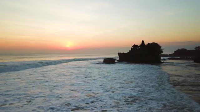 タナロット寺院、バリ島、インドネシア、タナロット4k解像度 - プラタナロット点の映像素材/bロール