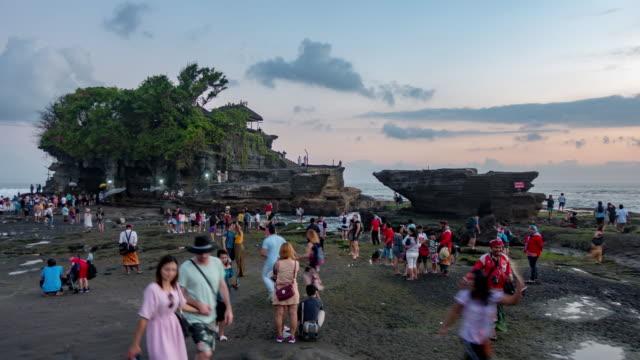 vidéos et rushes de temple tanah lot sur la mer de l'île de bali, indonésie - bali