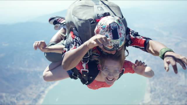 Tandem Girl In Free Fall