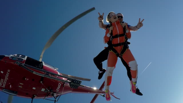 tandem skydivers jump out of helicopter - tandem stock videos & royalty-free footage
