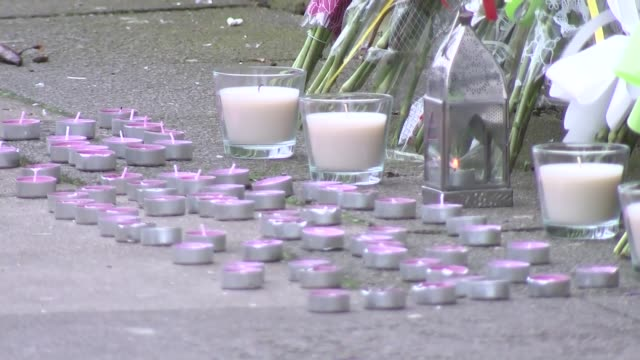 vídeos y material grabado en eventos de stock de crime scene general views various of candles and floral tributes - vista general