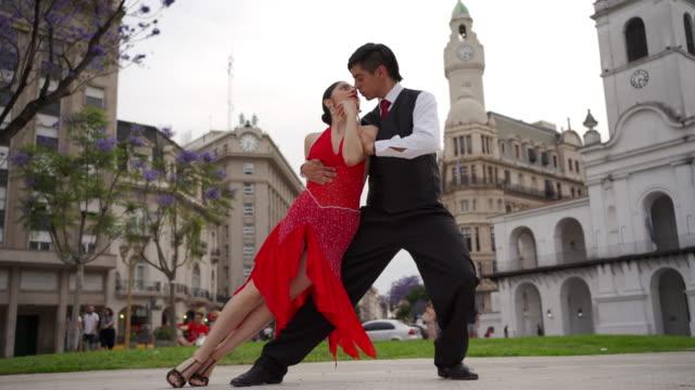 vídeos de stock e filmes b-roll de tango, passionate dance - tango dança
