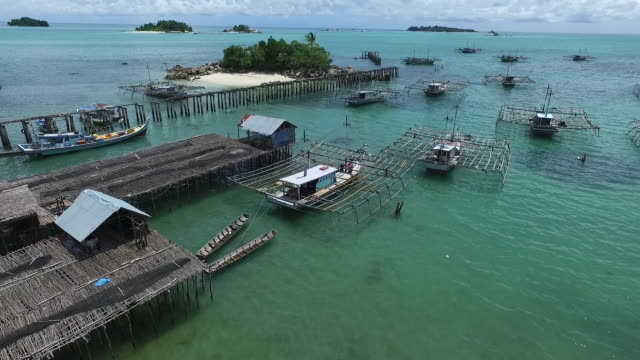 vídeos de stock e filmes b-roll de tanjung binga fisherman village, belitung. - aldeia de pescador