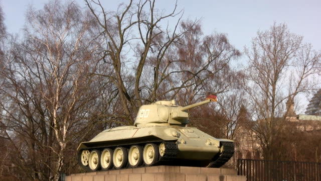 tank-top - kampfpanzer stock-videos und b-roll-filmmaterial