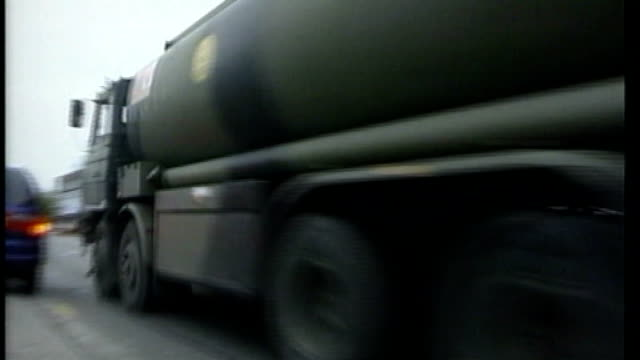 tanker drivers threaten strike: army on standby to deliver petrol; t02110002 / tx 2.11.2000 wales: cardiff: army fuel tanker towards and past down... - itv weekend late news点の映像素材/bロール