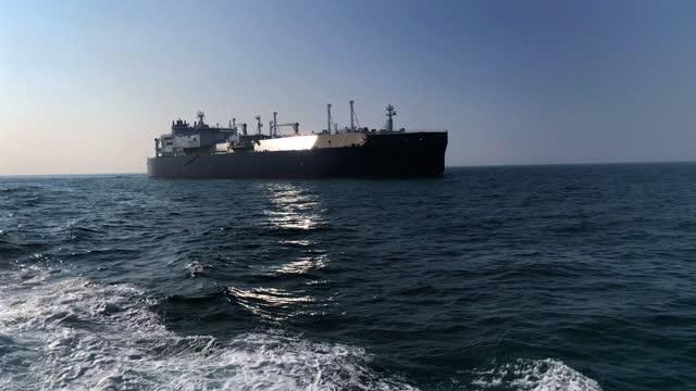 vidéos et rushes de méthaniers en mer - gaz naturel