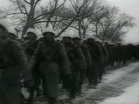 ms tanks and soldiers marching on snow also soldiers discusing about war audio / moscow russia - moskau stock-videos und b-roll-filmmaterial
