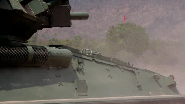 canotte centrale artillerys shell - forze armate britanniche video stock e b–roll