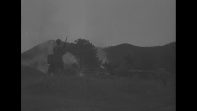 tanks firing and soldiers walking past a burning hut / vs us soldier shooting a flame thrower with three men and another burning hut / note: exact... - 戦車点の映像素材/bロール