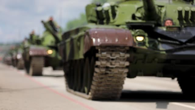 tanks on city streets - esercito video stock e b–roll