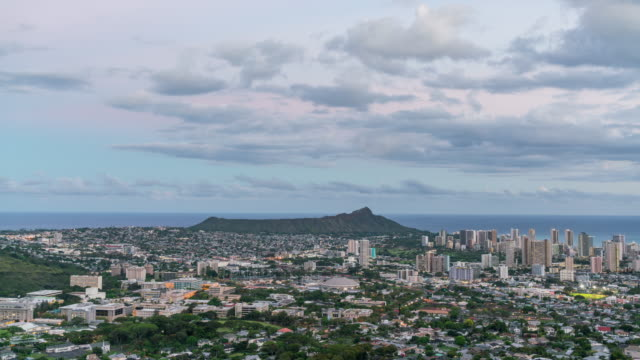 vidéos et rushes de tantalus hill, diamond head, and waikiki beach of ohau from sunset to night, hawaii, usa - îles hawaï