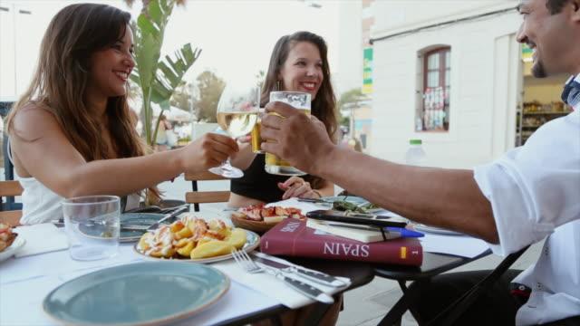 vídeos de stock e filmes b-roll de tapas in barcelona - meal