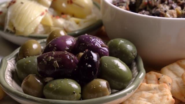 vídeos de stock e filmes b-roll de tapas platter with olives artichoke stuffed peppers - cultura espanhola