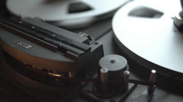 vídeos y material grabado en eventos de stock de tape reel recorder in sound studio - tiempo real grabación