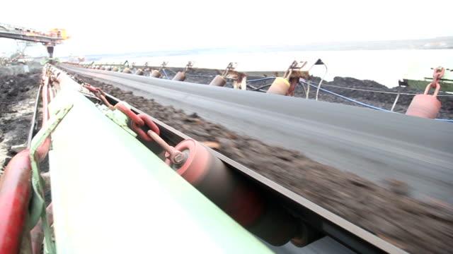 tape transport von kohle - abnehmen stock-videos und b-roll-filmmaterial