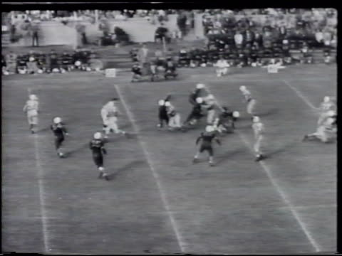 tar heels game play against unidentified dark uniform team quarterback throwing to robert 'rob' cox rob catching running making touch down scoring... - touch football video stock e b–roll
