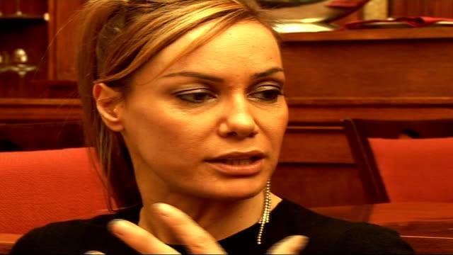 stockvideo's en b-roll-footage met tara palmertomkinson launches heinz beans amnesty photocall / interview tara palmertomkinson interview sot talks of london fashion week / talks about... - richard hammond