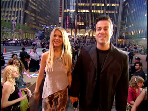 Tara Reid and Carson Daly Arriving to the 2000 MTV Video Music Awards Red Carpet