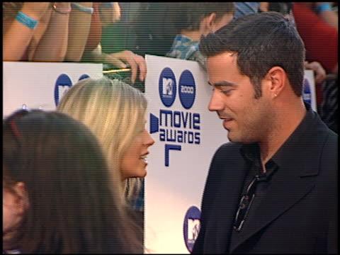 tara reid at the 2000 mtv movie awards at sony studios in culver city, california on june 3, 2000. - tara reid stock-videos und b-roll-filmmaterial
