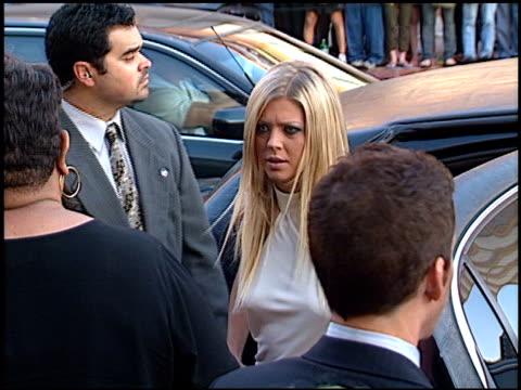 tara reid at the 'american pie 2' premiere on august 6, 2001. - tara reid stock-videos und b-roll-filmmaterial