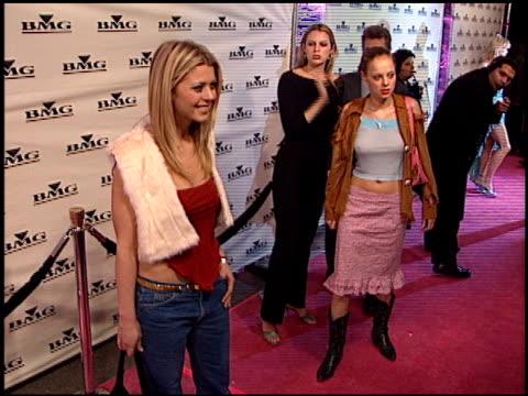 tara reid at the bmg grammy awards party on february 23, 2000. - tara reid stock-videos und b-roll-filmmaterial