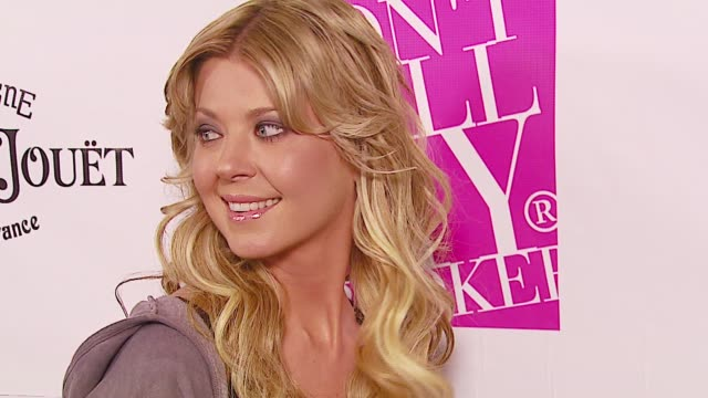 tara reid at the debut of 2 b free 2007 collection during los angeles fashion week - tailored 2 b free at boulevard3 in los angeles, california on... - tara reid stock-videos und b-roll-filmmaterial