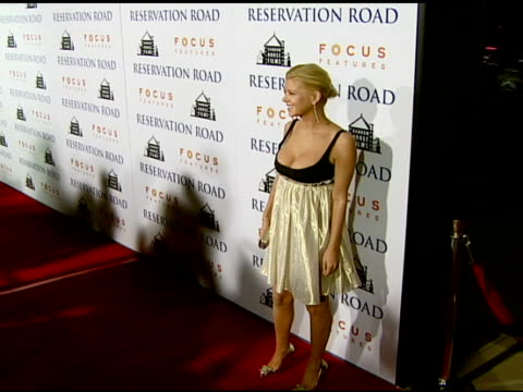 vidéos et rushes de tara reid at the 'reservation road' los angeles premiere at academy of motion picture arts and sciences in beverly hills, california on october 18,... - academy of motion picture arts and sciences