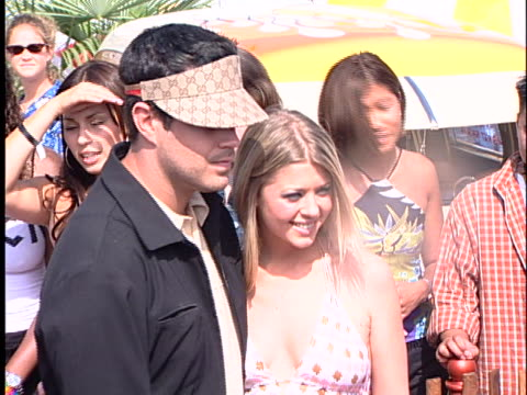 Tara Reid at the Teen Choice Awards 2000 at Barker Hanger Santa Monica Airport in Santa Monica CA