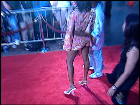 vidéos et rushes de taraji p henson at the 'rush hour 2' premiere at grauman's chinese theatre in hollywood, california on july 26, 2001. - rush hour