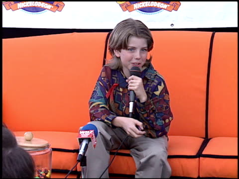 taran noah smith at the 1995 nickelodeon kids' choice awards at santa monica airport in santa monica california on may 20 1995 - nickelodeon kid's choice awards video stock e b–roll