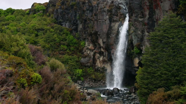 slow motion: taranaki falls nz - tongariro national park stock videos & royalty-free footage