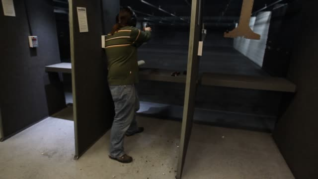 vidéos et rushes de target shooting, guns gun range on february 28, 2013 in springville, utah - springville utah