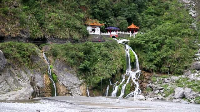 taroko gorge national park-wasserfall - musikstil stock-videos und b-roll-filmmaterial