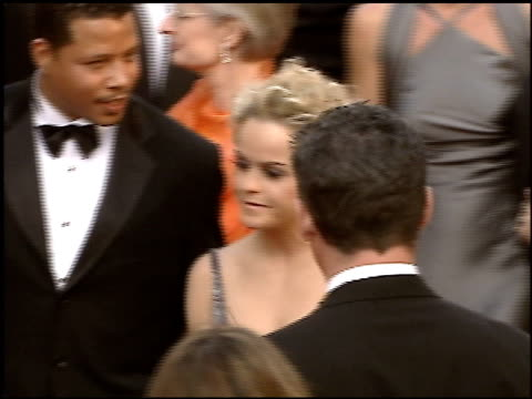 stockvideo's en b-roll-footage met taryn manning at the 2005 academy awards at the kodak theatre in hollywood, california on february 27, 2005. - 77e jaarlijkse academy awards