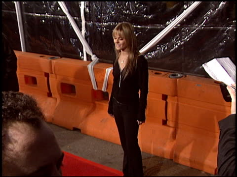 taryn manning at the 'cold mountain' premiere on december 7, 2003. - taryn manning stock videos & royalty-free footage