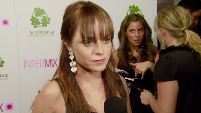 taryn manning on how this is her first time at intermix how we will see plaids this fall how skinny jeans are here to stay but she likes widelegged... - schottenkaro stock-videos und b-roll-filmmaterial