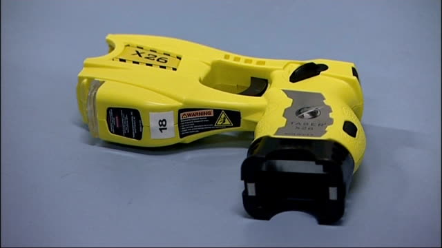 taser guns to be issued to police officers on the beat; close up of taser gun police training exercise with taser gun - itv lunchtime news stock-videos und b-roll-filmmaterial